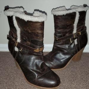 💙Michael Kors distressed boots fits size 10